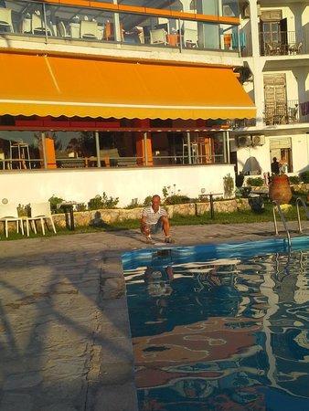 Hotel Punta: veranda bar