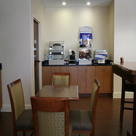 Holiday Inn Express Greenville : Guest Dining Lounge