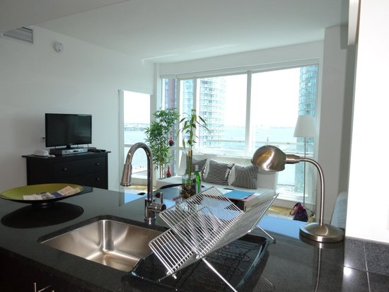 Dharma Home Suites JC At Exchange Place: номер