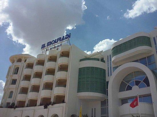 El Mouradi El Menzah: albergo visto da fuori