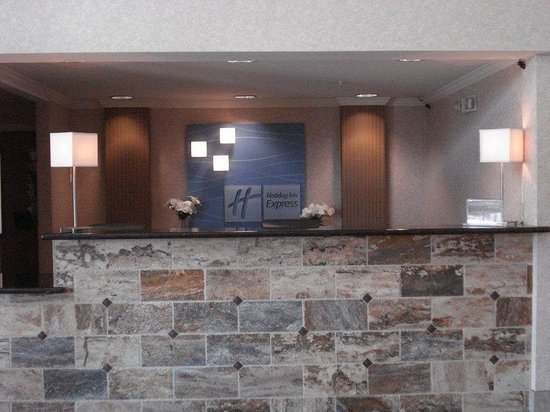 Holiday Inn Express Yakima: Front Desk
