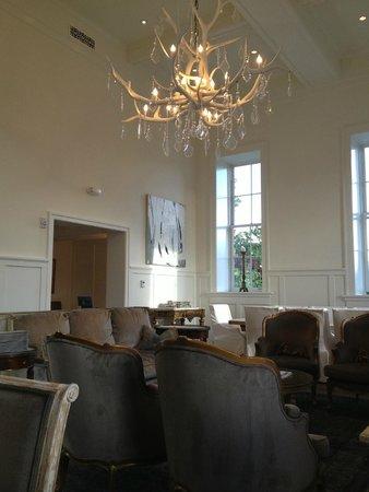 Washington School House Hotel: Beautiful, cozy dining/main room