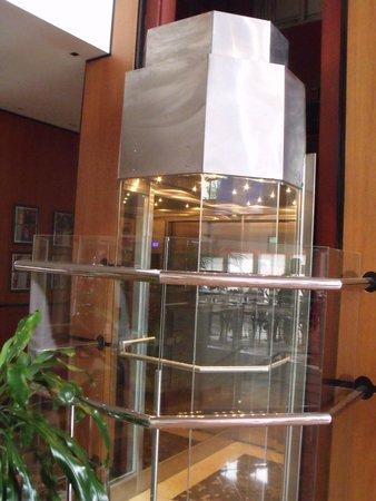 Amerian Portal del Iguazú: Lindos ascensores