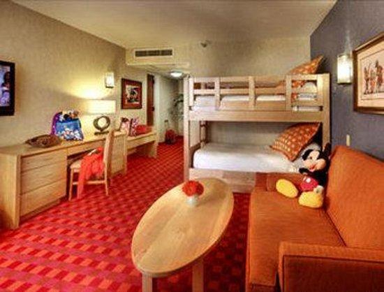 Howard Johnson Anaheim Hotel and Water Playground: Bunk Bed Kid Suite