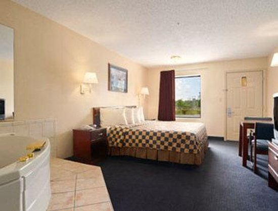Howard Johnson Inn Aiken: Jacuzzi Room