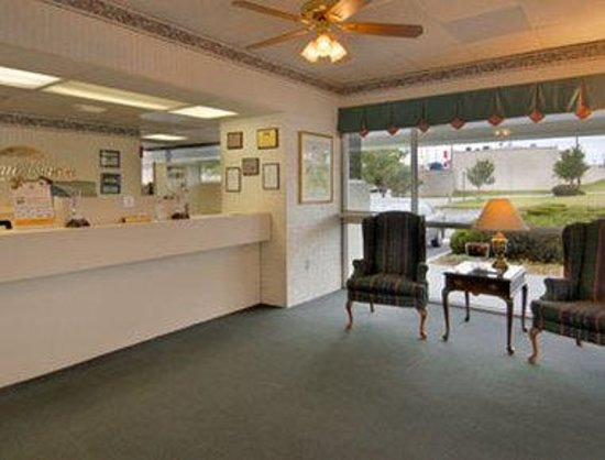Howard Johnson Inn Commerce GA : Lobby