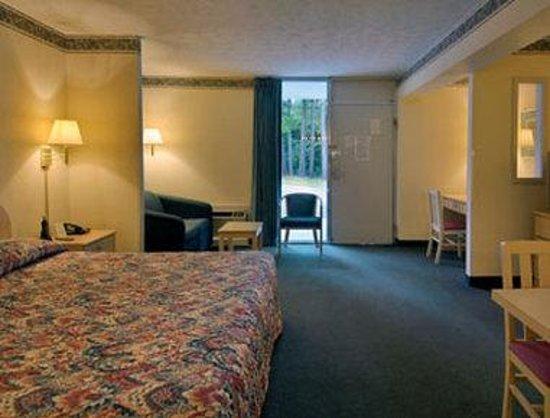 Howard Johnson Inn Commerce GA : Standard King Suite