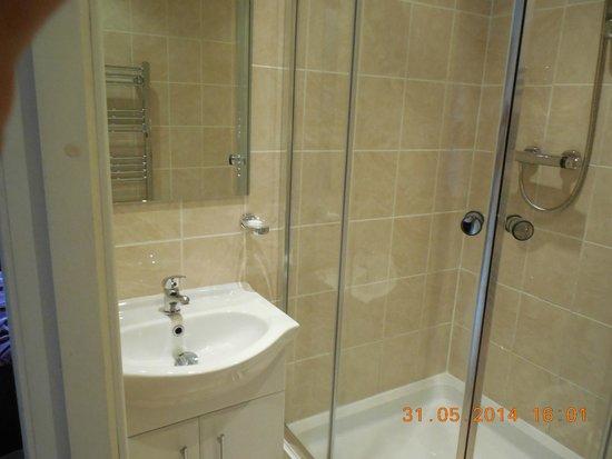Culane House Hotel: Banheiro super limpo e reformado