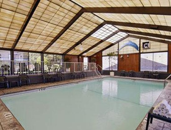 Howard Johnson Hotel - Milford/New Haven: Pool