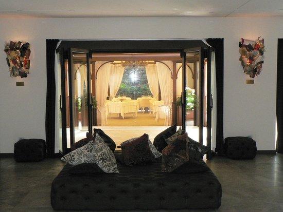 LaGare Hotel Venezia - MGallery by Sofitel : The dining room from reception