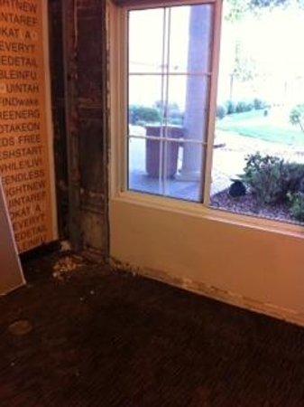 La Quinta Inn & Suites Denver Airport DIA : water, mold in exercise room