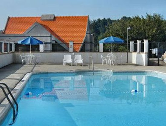 Howard Johnson Inn - Warrenton: Pool