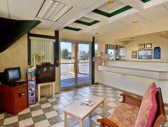 Regency Inn: Lobby