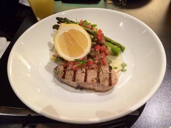 Radisson on Flagstaff Gardens: Grilled tuna steak