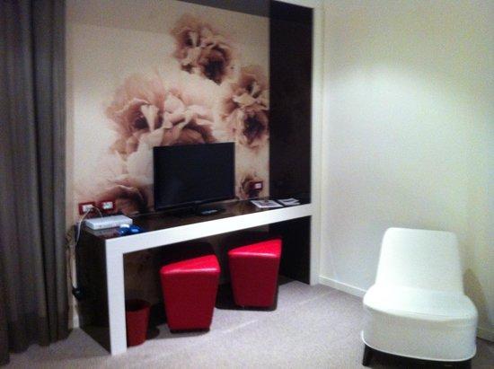 Fabio Massimo Design Hotel: Space in front of TV