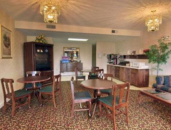 Howard Johnson Inn Perry GA: Breakfast Area