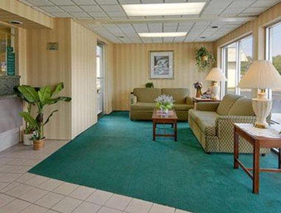 Howard Johnson Inn Virginia Beach: Lobby