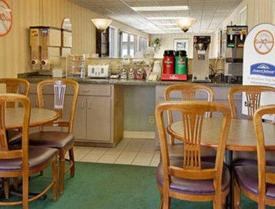 Howard Johnson Inn Virginia Beach: Breakfast Area
