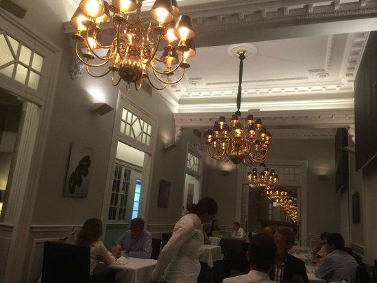 El Club Allard: chef doing her tour
