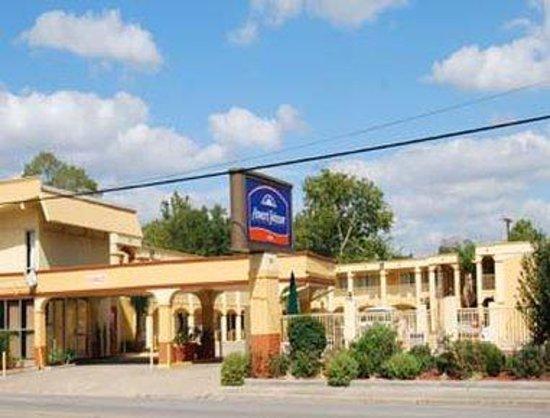 Howard Johnson Inn - Historic Lake Charles: Welcome to Howard Johnson Inn Historic Lake Charles