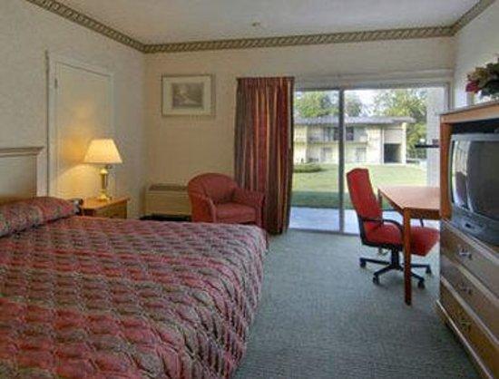 Howard Johnson Inn Athens: Standard King Room