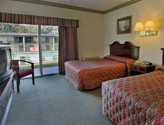 Howard Johnson Inn Athens: Standard Two Double Room