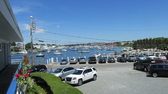 Tides Motel of Falmouth : Looking at the harbor from the second floor