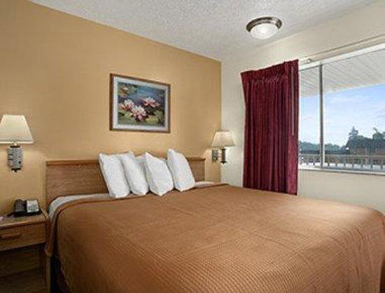 Howard Johnson Express Inn - Sandusky Amusement Park: Standard King Room
