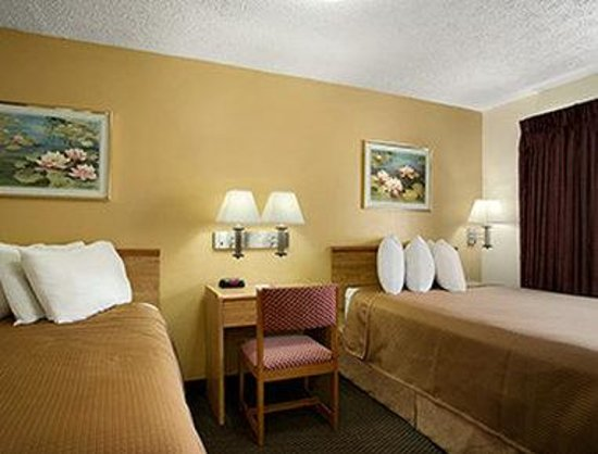 Howard Johnson Express Inn - Sandusky Amusement Park.: Standard Double Room