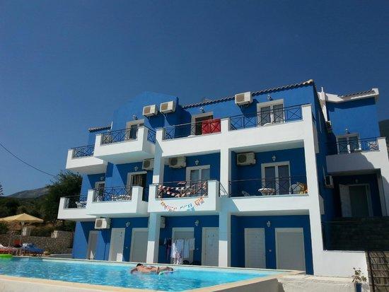 Casa De Blue Studios: De appartementen aan de voorkant.