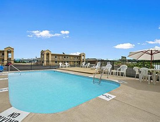 Howard Johnson Inn - Sandusky Park N. Entrance : Pool