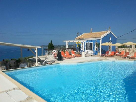 Casa De Blue Studios: Het heerlijke zwembad.