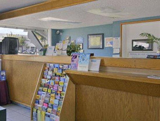 Howard Johnson Inn San Diego State University Area: Lobby