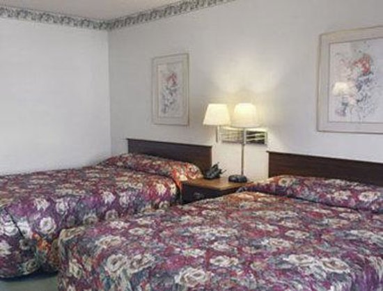 Howard Johnson Inn San Diego State University Area: Guest Room With Two Beds