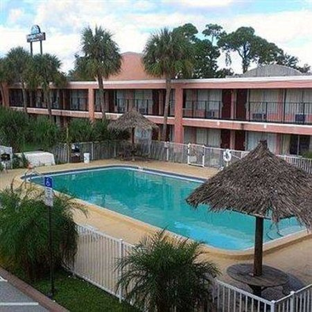 Budget Inn Pinellas Park: BIPPool