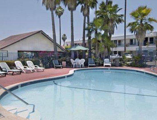 Howard Johnson Inn San Diego State University Area: Pool