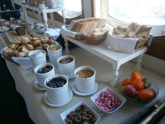 Malardrottningen Yacht Hotel and Restaurant: Tolles Frühstücksbüfett