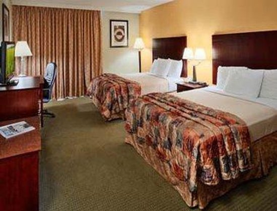 Howard Johnson Express Inn - Arlington Ballpark / Six Flags: Room-1