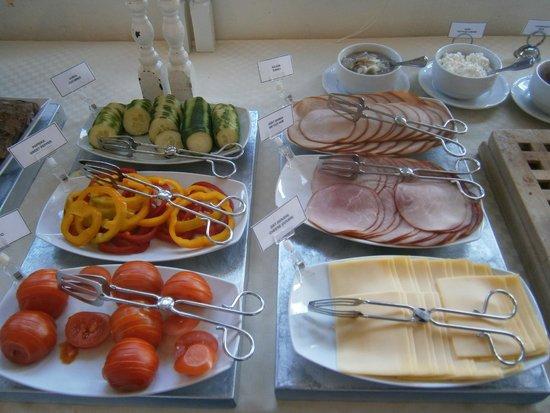 Malardrottningen Yacht Hotel and Restaurant: Vielseitiges Frühstück war jeden Tag