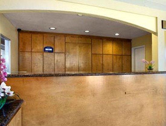 Howard Johnson Express Inn National City/San Diego South: Lobby