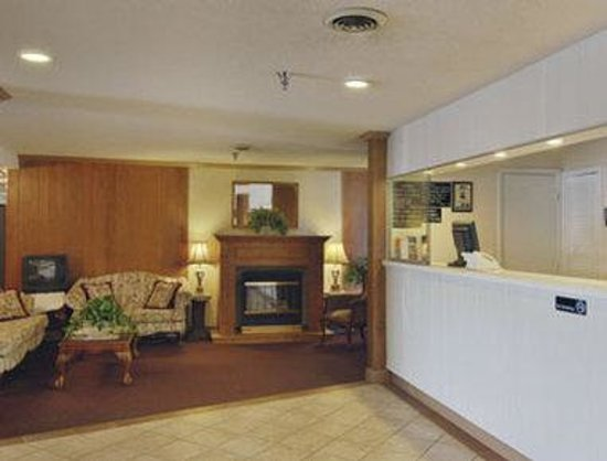 Howard Johnson Express Inn Staunton: Lobby