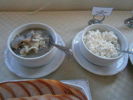 Malardrottningen Yacht Hotel and Restaurant: Für jeden war etwas beim Frühstücksbüfett dabei
