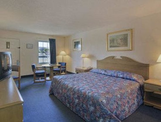 Howard Johnson Express Inn Staunton: Standard One King Room