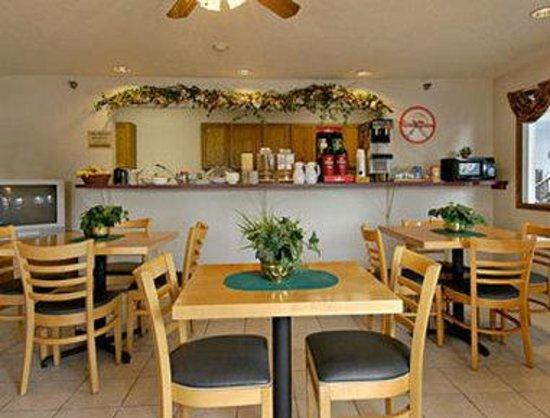 Howard Johnson Inn Manteno : Breakfast Area