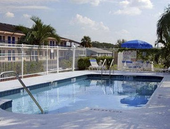 Howard Johnson Inn Vero Beach/I-95: Pool