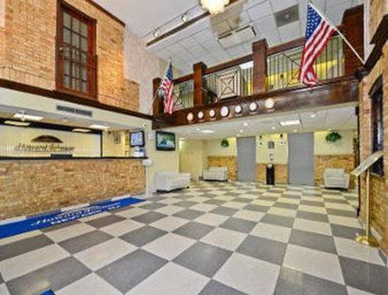 Howard Johnson Hotel - Newark Airport: Lobby
