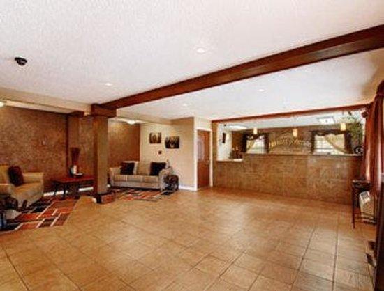 Howard Johnson Inn & Suites San Antonio Near at&T Center: Lobby