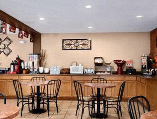 Howard Johnson Inn & Suites San Antonio Near at&T Center: Breakfast Area