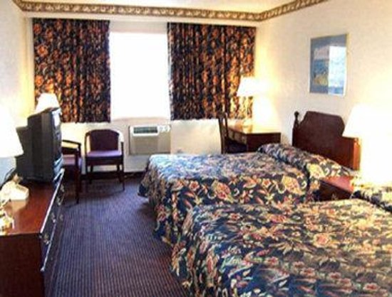Howard Johnson Pikesville: Two Double Bed Room