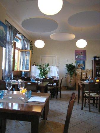 Trattoria Antico Tannino: Funky Cool Design and Lights